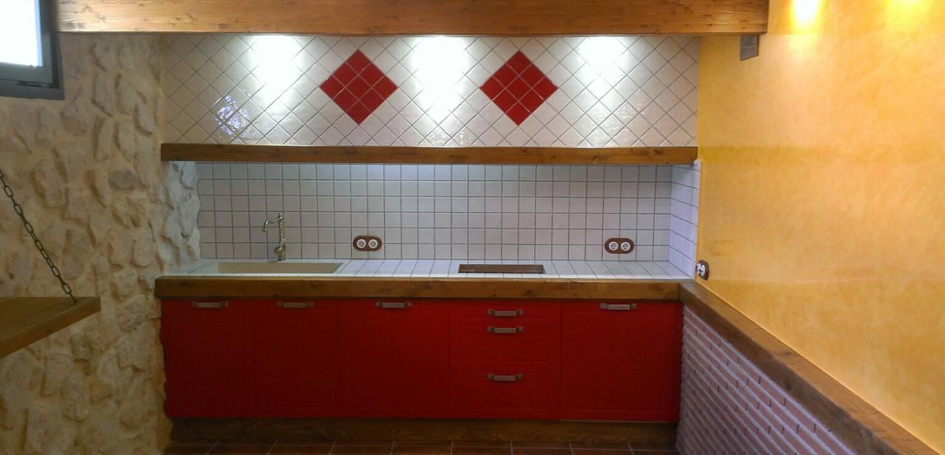 Cocina Rustica Roja y Blanca