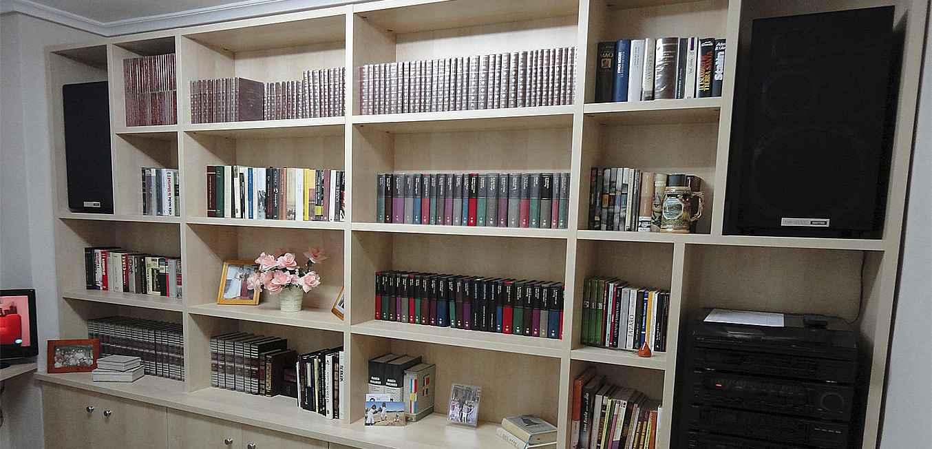 Diseño librería con Altavoces y Minicadena