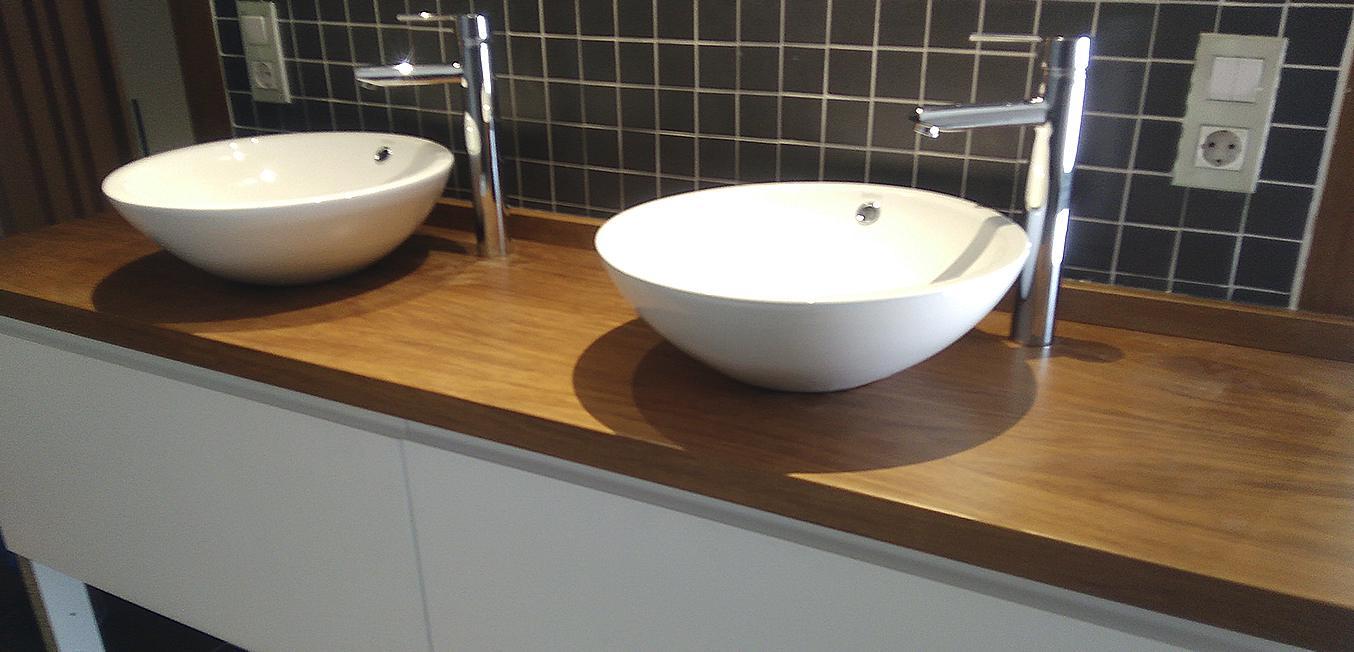 Diseño baño dos lavabos redondos